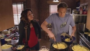 Friends With Benefits 01x11 : The Benefit of Putting in the Work- Seriesaddict